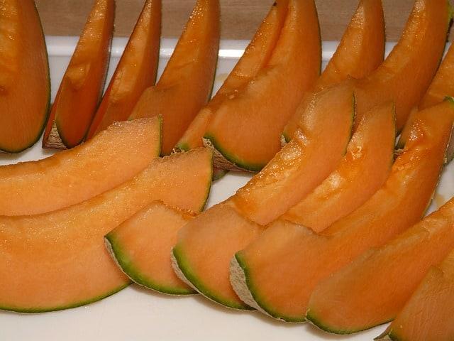 Can guinea pigs eat cantaloupe rinds?