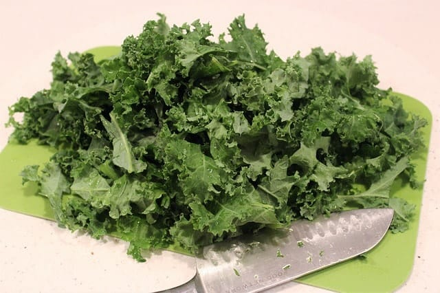 preparing kale for guinea pigs