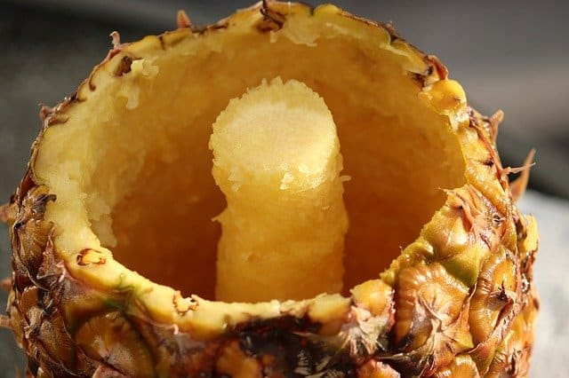 Can guinea pigs eat pineapple core?