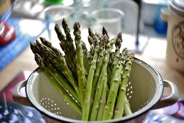 How to prepare asparagus for guinea pigs?