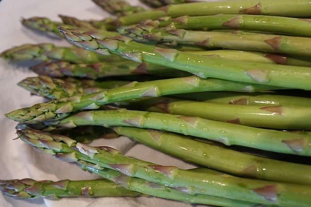 Can guinea pigs eat asparagus stalks?