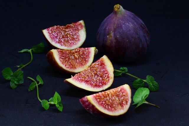 How much Figs can guinea pigs eat at a time?